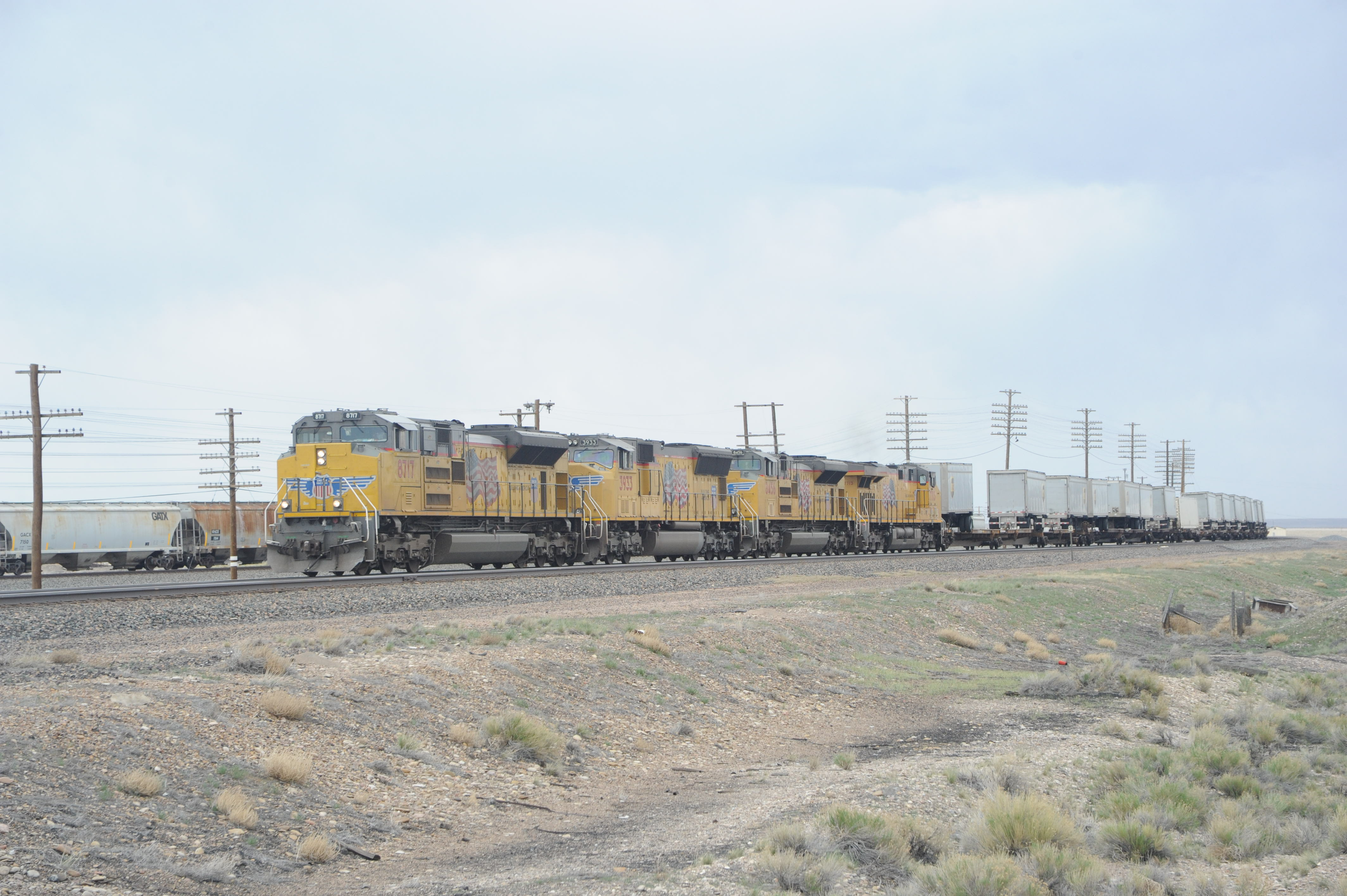 2f8c26a5055c Granger. You can shoot an ordinary shot here, as with this westbound  intermodal, above, but the benefit is in its remoteness from I-80.